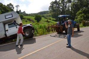 Rettung naht in Form eines Traktors.