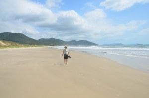 Menschenleerer Strand bei Garopaba