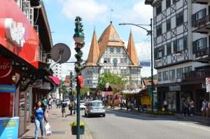 Großstadt Blumenau mit reichlich imitierten Fachwerkfassaden