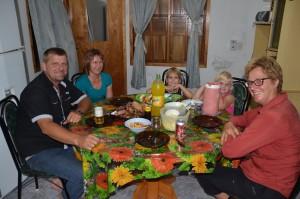 Asado-Essen mit mennonitischer Familie