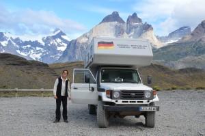Meine zwei Frauen, Hildegard und Leoni, vor dem Torres-del-Paine-Massiv