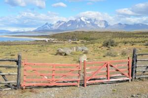 Rechts im Bergmassiv sind auf diesem Bild auch die eigentlichen Torres del Paine zu erkennen