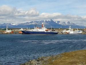 MV Plancius im Hafen von Ushuaia