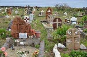 Vogelmann-Symbole auf dem Friedhof