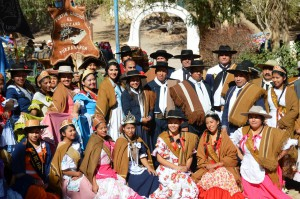 Gruppenbild von Fiesta-Teilnehmern in Purmamarca