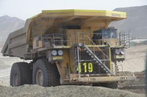 Gigantische Lastwagen mit 3 m Raddurchmesser