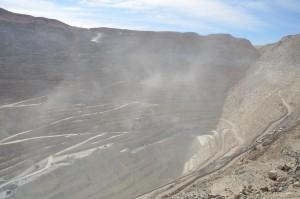 Bis zu 1.250 m tiefe Kupfermine von Chuquicamata