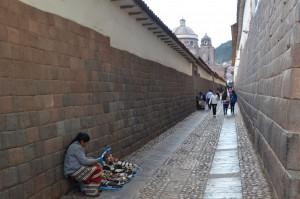 Ihre Paläste und Kirchen bauten die Spanier oft auf die Fundamente zerstörter Inka-Bauten