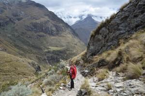 Im Hintergrund der wolkenverhangene 6.768 m hohe Huascarán
