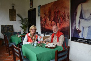 Mittagsrast in kolonialem Innenhof eines Restaurants in Riobamba