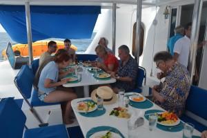 Gemeinsames Mittagessen an Bord
