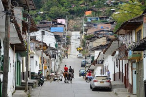 Pferde gehören zum Straßenbild von San Agustín