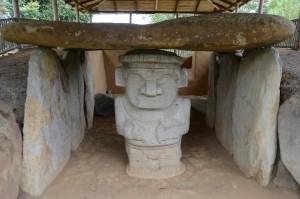 Grab mit Wächterfigur in Alto de los Ídolos