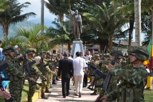 Kranzniederlegung am Denkmal von Simon Bolivar
