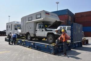 Im Hafen von Cartagena: Auf dem Flatrack fest verzurrt