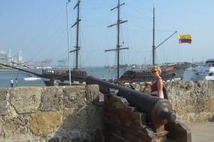 Auf der noch weitgehend erhaltenen Stadtmauer von Cartagena