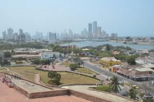 Blick von der Festung San Felipe, rechts oben die Altstadt, links davon die moderne neue Stadt