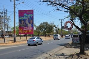 Straßenbild in Managua mit Plakat von Präsident Ortega und seiner Frau