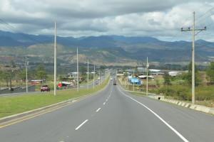 Nagelneue vierspurige Autobahn zwischen Tegucigalpa und San Pedro Sula