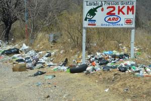 Vermüllter Straßenrand in Guatemala