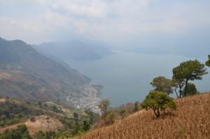 Wegen schlechter Sicht etwas ernüchternder Blick auf den Atitlán-See