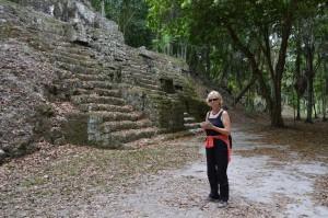 Die Ruinen sind eingebettet in dichten Dschungel.