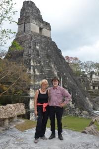 Vor dem großen Jaguar-Tempel (Templo I)
