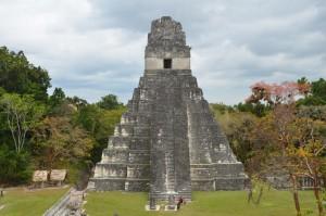 Jaguar-Tempel im Mittagslicht, von Templo II aus gesehen