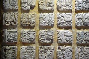Maya-Hieroglyphen im Museum von Palenque