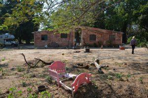 Übernachtungsplatz in der Trümmerwüste des Trailer-Parks Santa Teresa