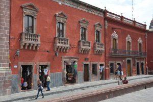 Herrschaftliche Häuser am Jardin, der zentralen Plaza von San Miguel de Allende
