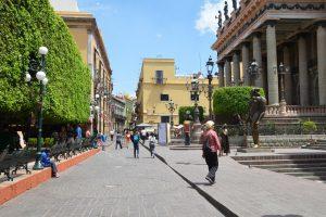 Im Zentrum von Guanajuato, links der Jardín de la Union, rechts das Teatro Juárez