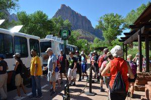 Zur Verringerung des Verkehrs ist auch im Zion National Park ein Shuttle-Bus-System eingerichtet worden