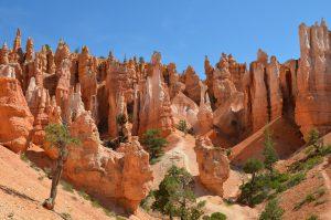 Von unten gesehen sind die Erosionsformen am eindrucksvollsten.