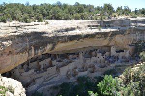 Unter Felsvorsprung gelegener Cliff Palace im Mesa Verde National Park