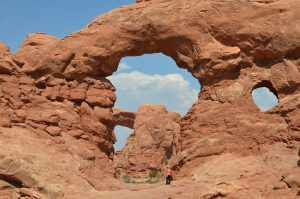 Turret Arch im Arches National Park, dahinter North Window