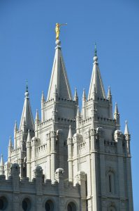 Tempel mit Engel Moroni auf der Spitze