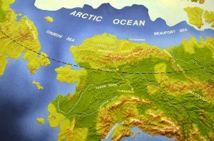 Alaska. Der Dalton Highway nach Deadhorse bzw. Prudhoe Bay ist hervorgehoben.