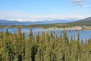 Die längste Brücke im Verlauf des Alaska Highways bei Teslin