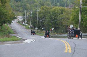 Mennoniten (oder Amische?) auf dem Heimweg vom sonntäglichen Kirchenbesuch