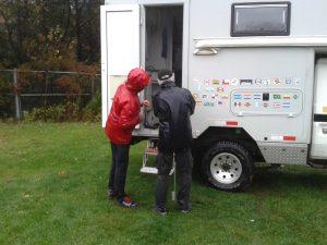 Reparatur der Verriegelung der Kabinentür bei Regen und Sturm